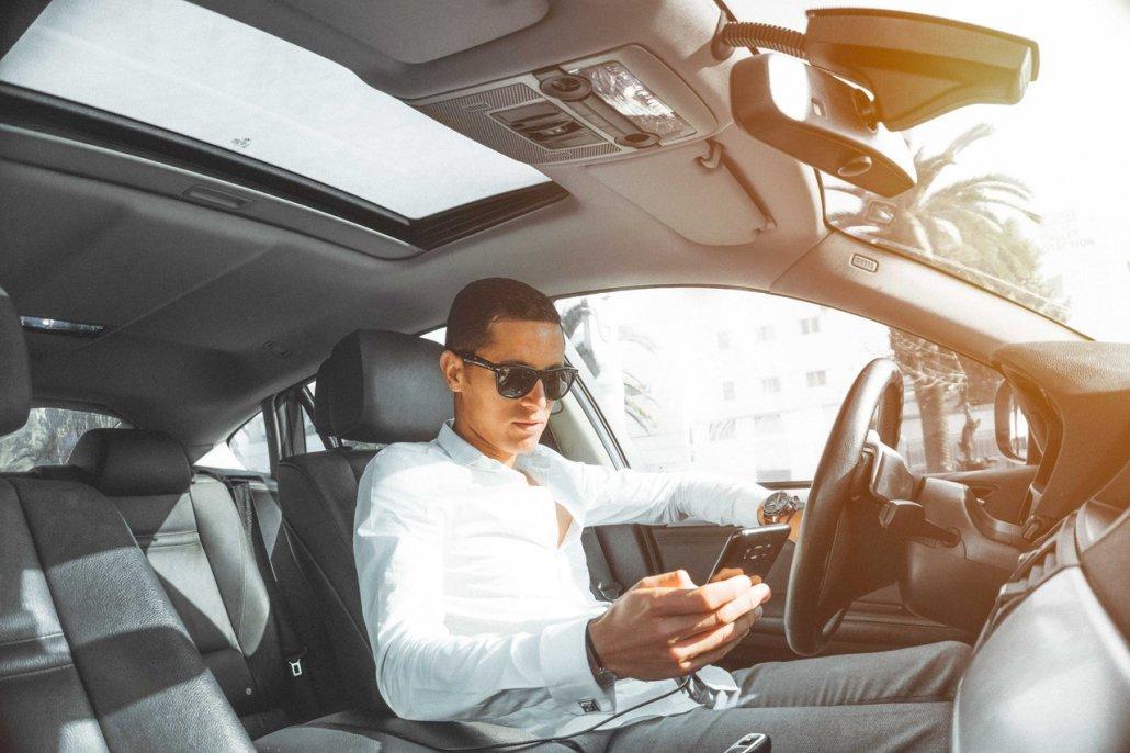 auto-vozac-telefon